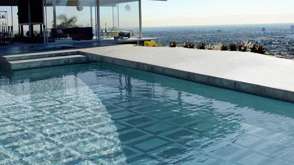 Piscinas fondos decorados sinergia y materiales for Coste hacer piscina