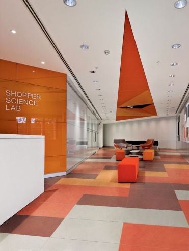 GlaxoSmithKline Science Shopper and Human Performance Laboratories, Brentford, United Kingdom. Architect: Pario Design, 2013. Shopper breakout area.